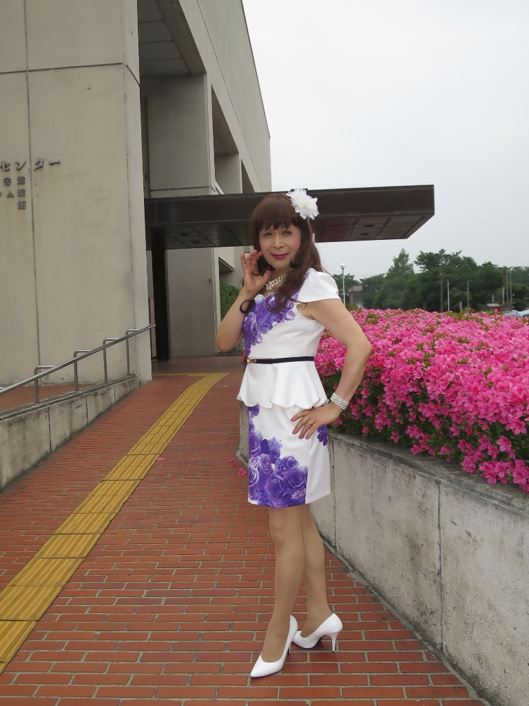 白地に紫花柄裾ペプラムスーツC(3)