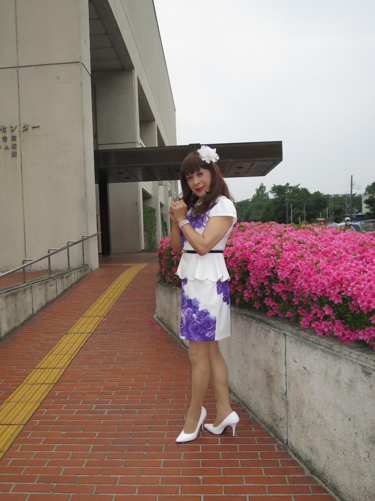 白地に紫花柄裾ペプラムスーツC(2)
