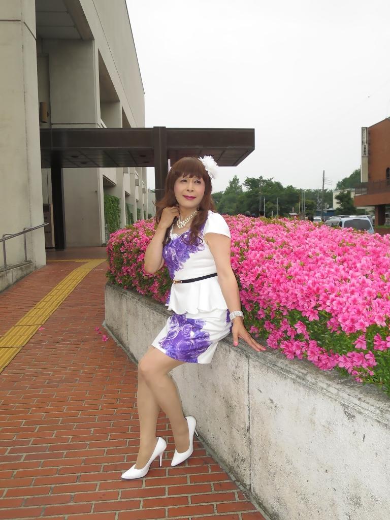 白地に紫花柄裾ペプラムスーツC(7)