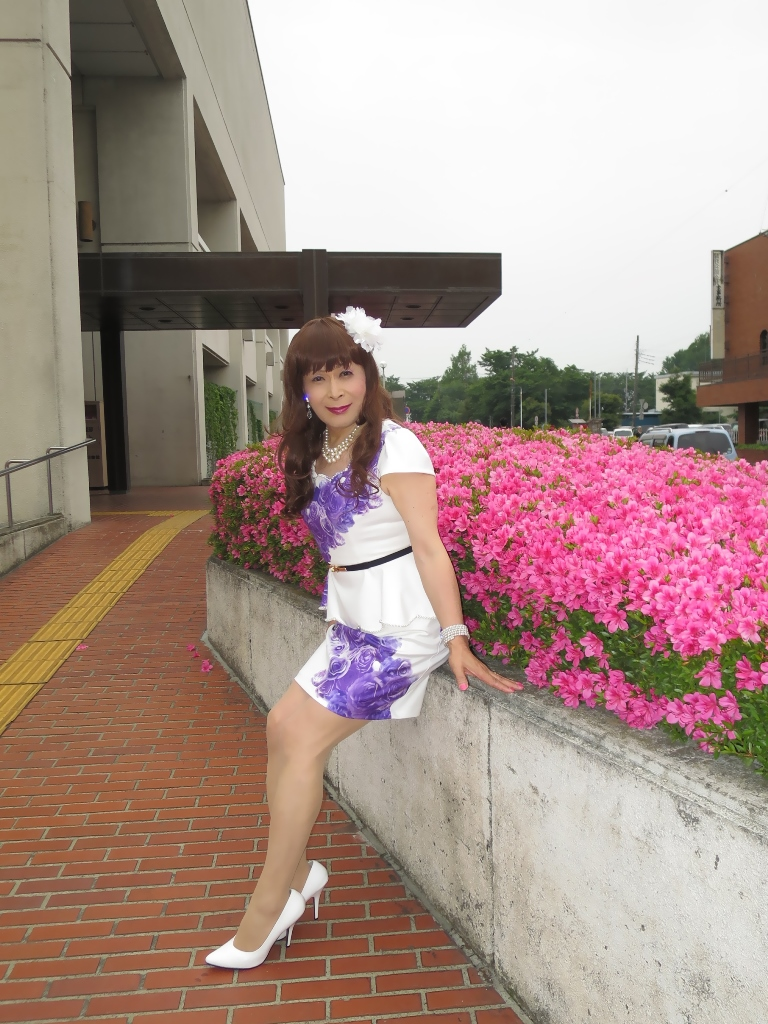 白地に紫花柄裾ペプラムスーツC(8)