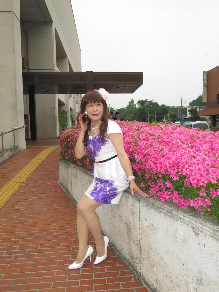 白地に紫花柄裾ペプラムスーツC(6)