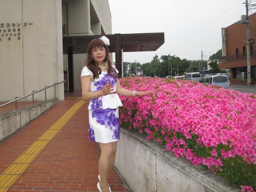 白地に紫花柄裾ペプラムスーツD(2)