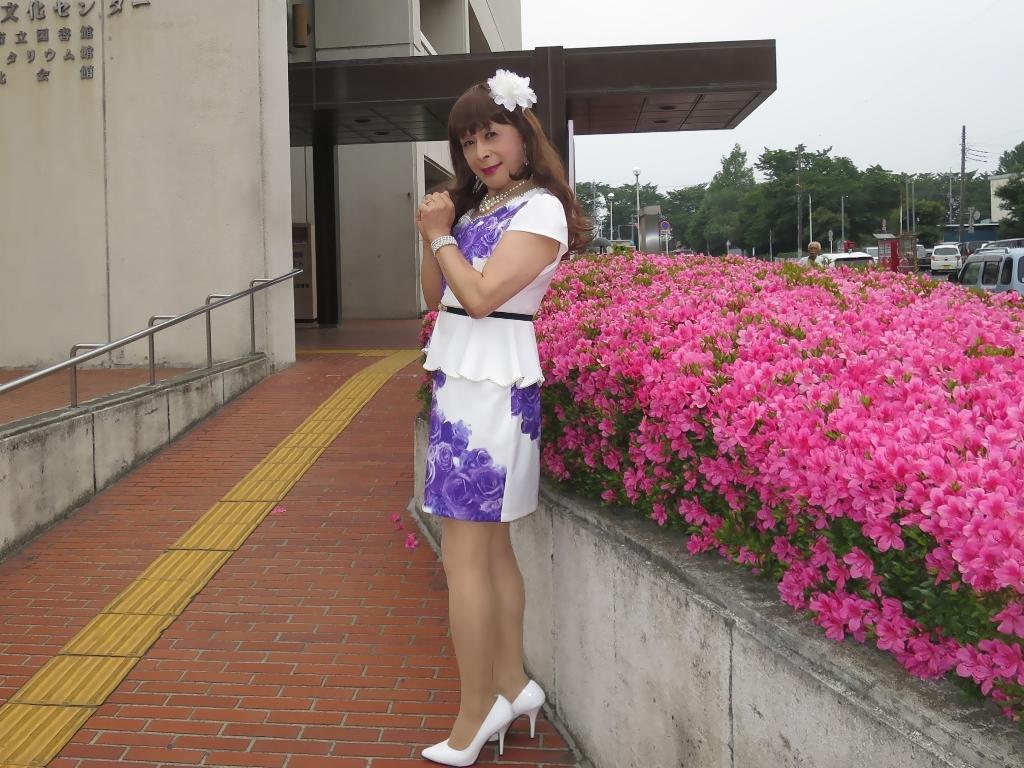 白地に紫花柄裾ペプラムスーツD(3)