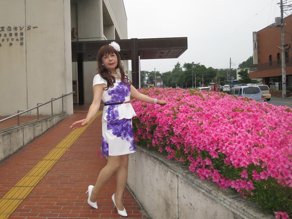 白地に紫花柄裾ペプラムスーツD(1)