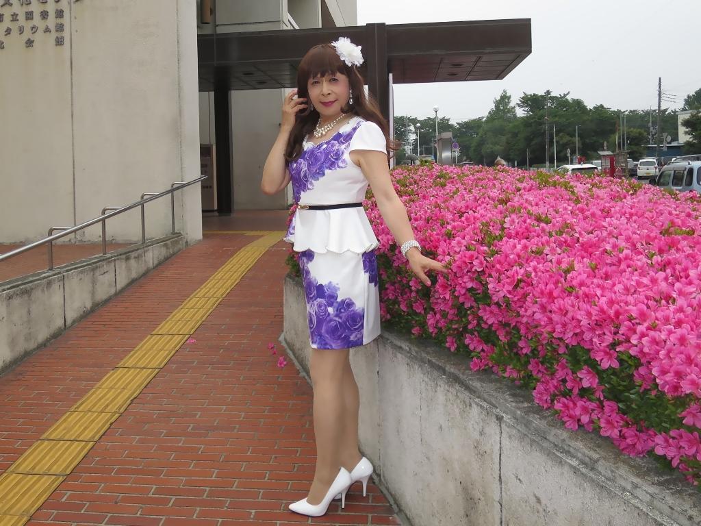白地に紫花柄裾ペプラムスーツD(4)