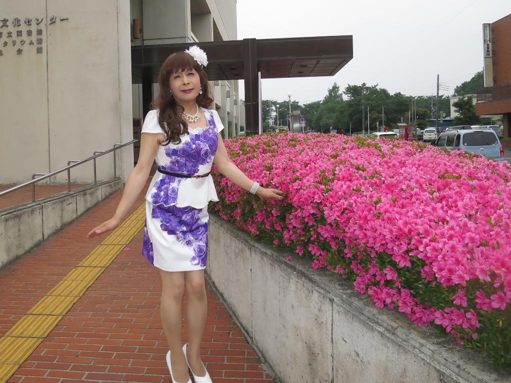 白地に紫花柄裾ペプラムスーツD(6)