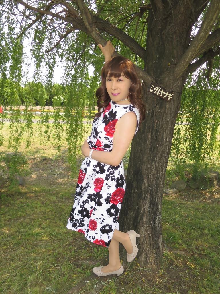 白地に花柄のワンピC(2)