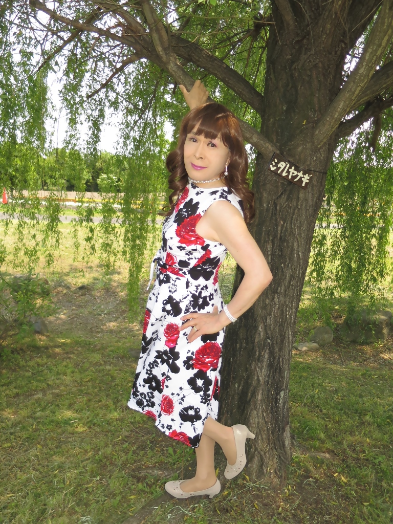 白地に花柄のワンピC(3)