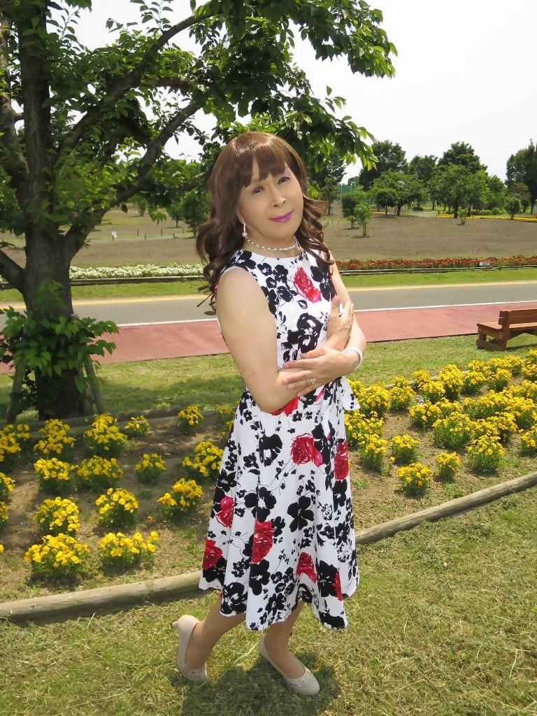 白地に花柄のワンピC(4)