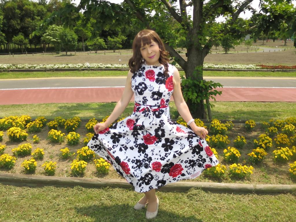 白地に花柄のワンピC(5)