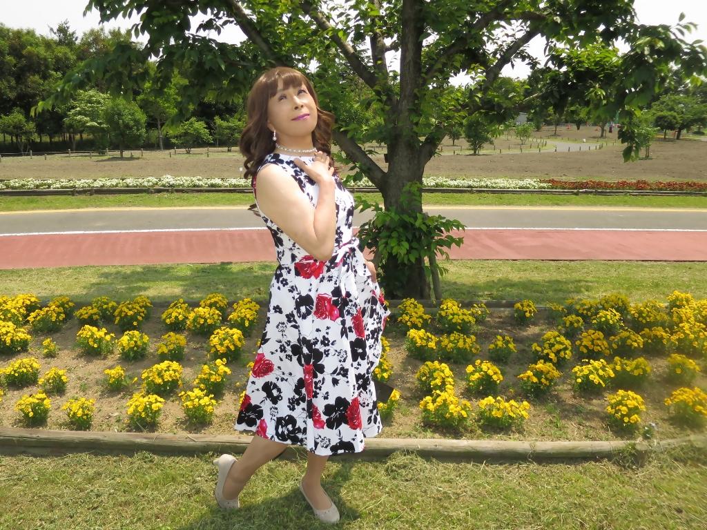 白地に花柄のワンピC(7)