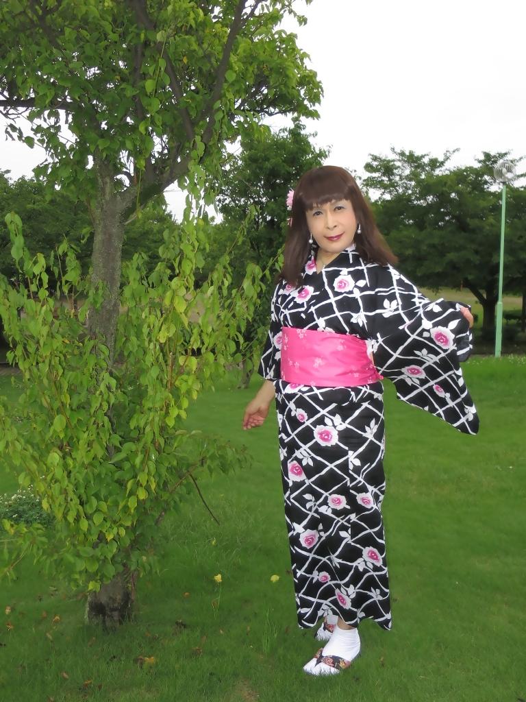 黒地にピンク花柄浴衣B(1)