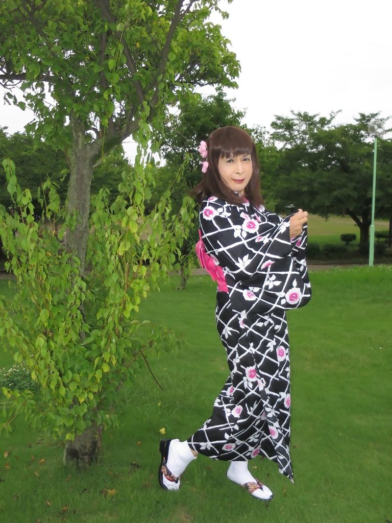 黒地にピンク花柄浴衣B(2)