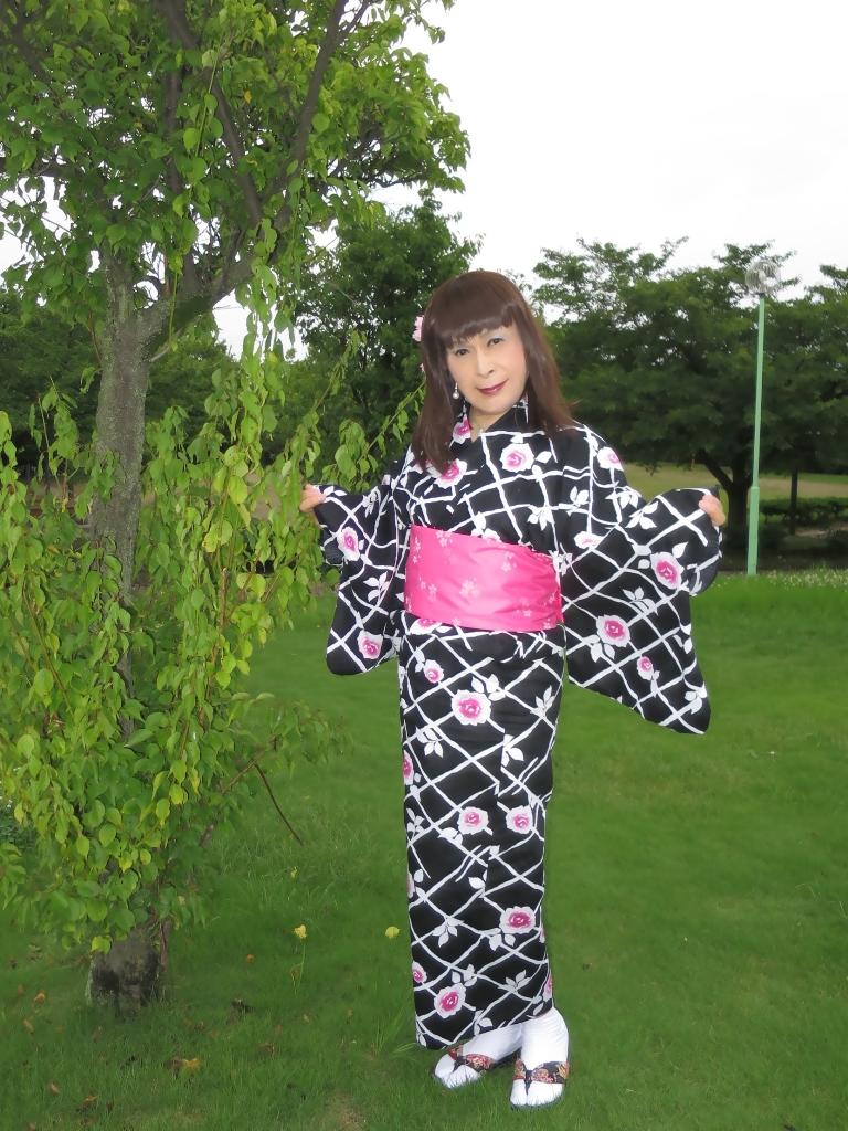 黒地にピンク花柄浴衣B(3)