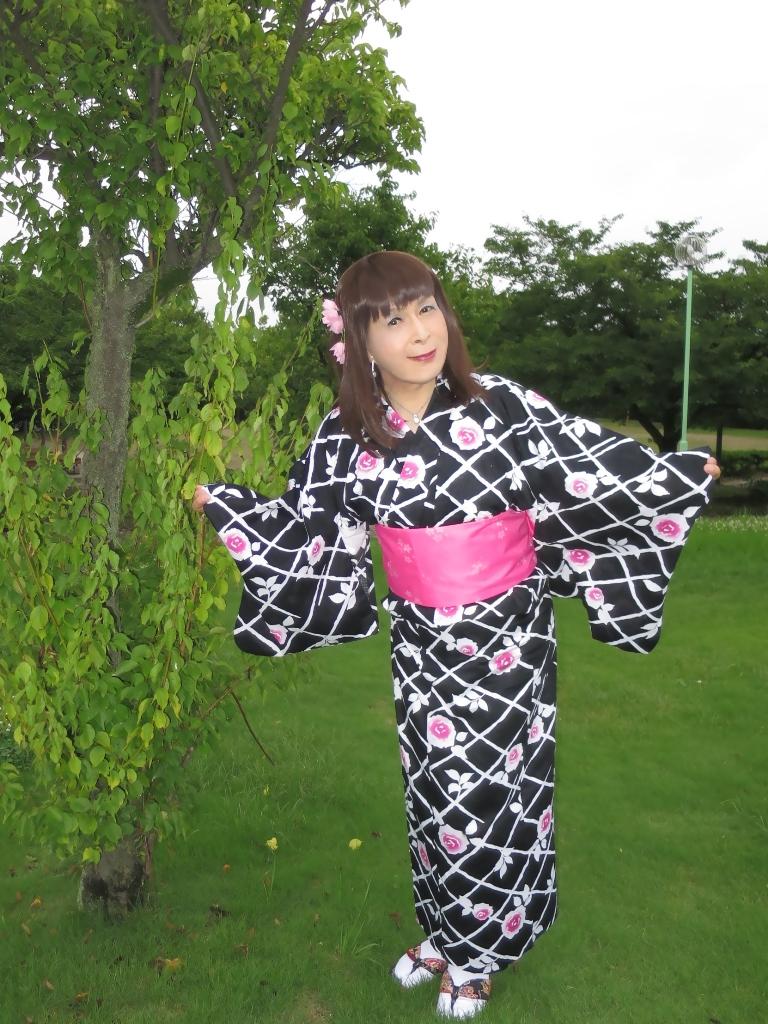 黒地にピンク花柄浴衣B(4)