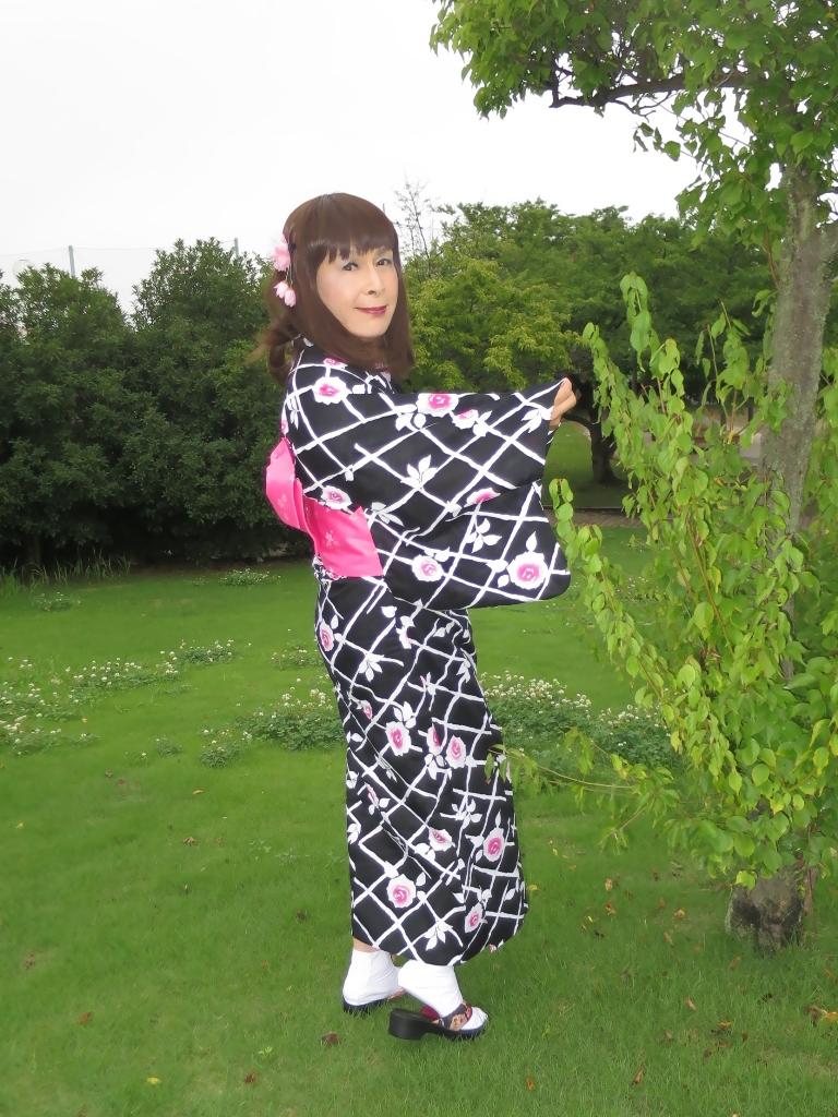 黒地にピンク花柄浴衣B(5)