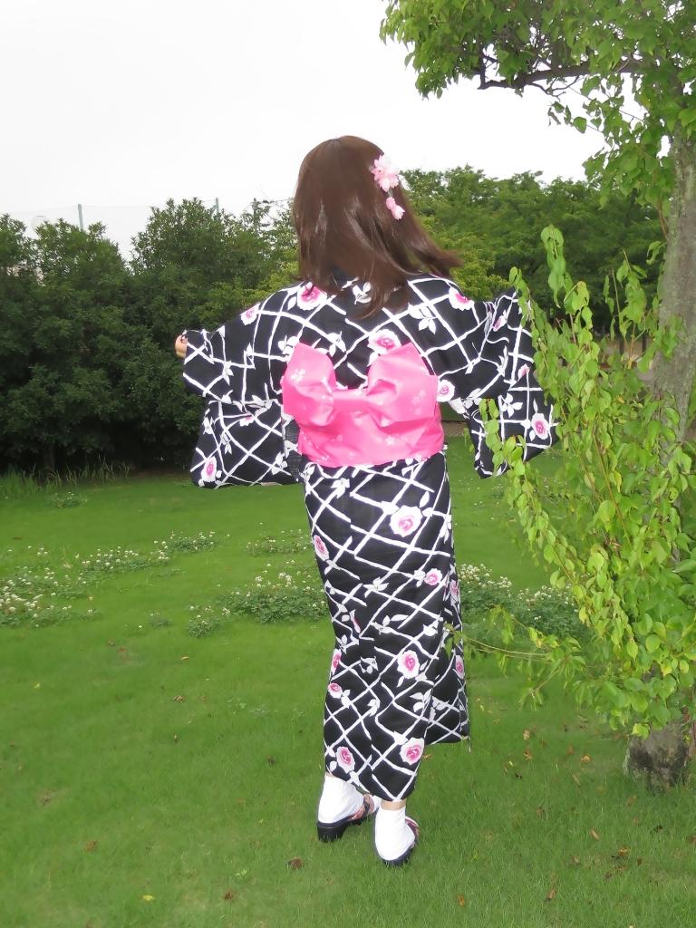 黒地にピンク花柄浴衣B(6)