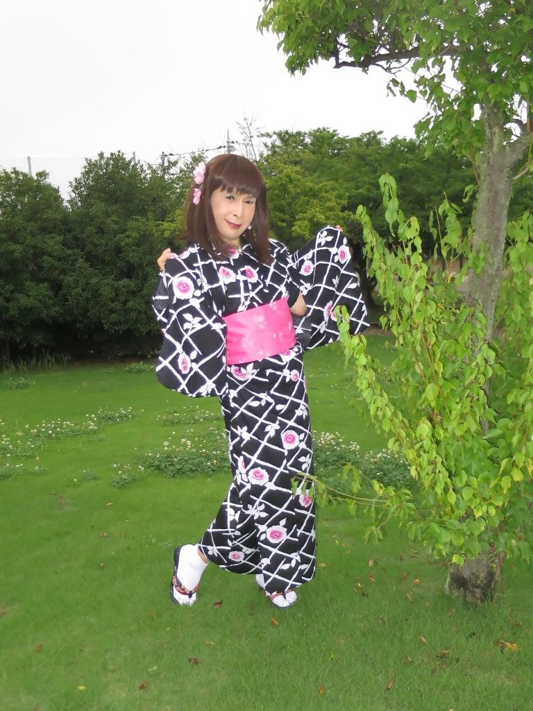 黒地にピンク花柄浴衣B(7)