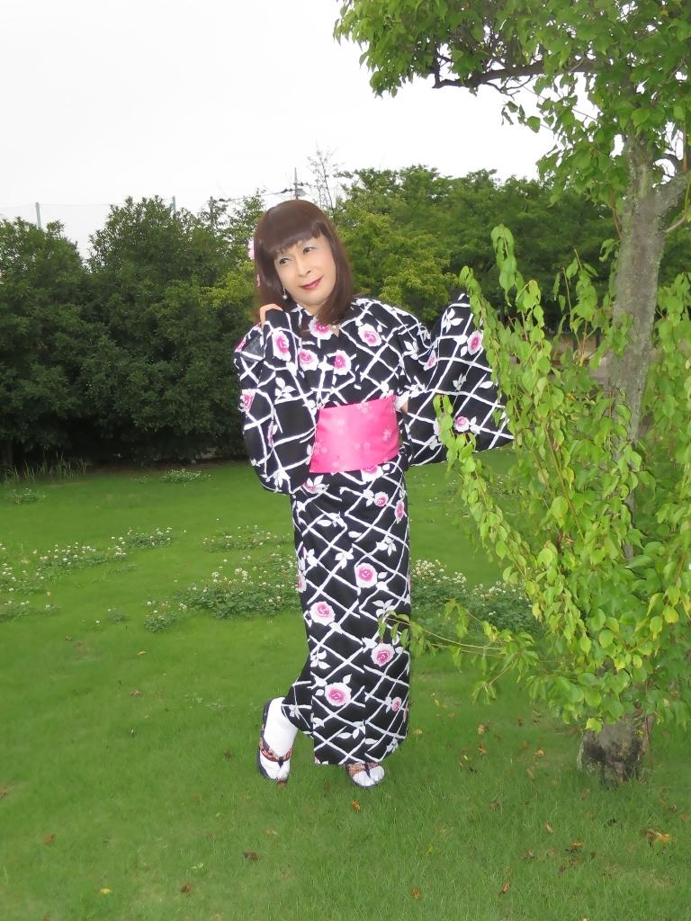 黒地にピンク花柄浴衣B(8)