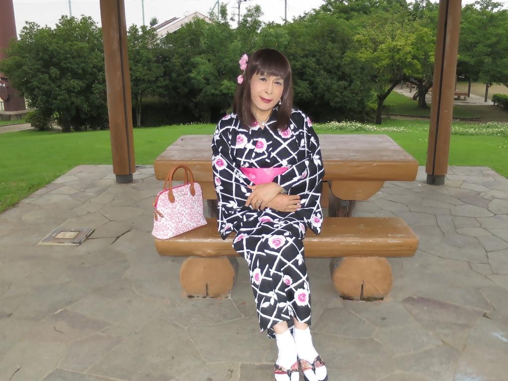 黒地にピンク花柄浴衣D(1)