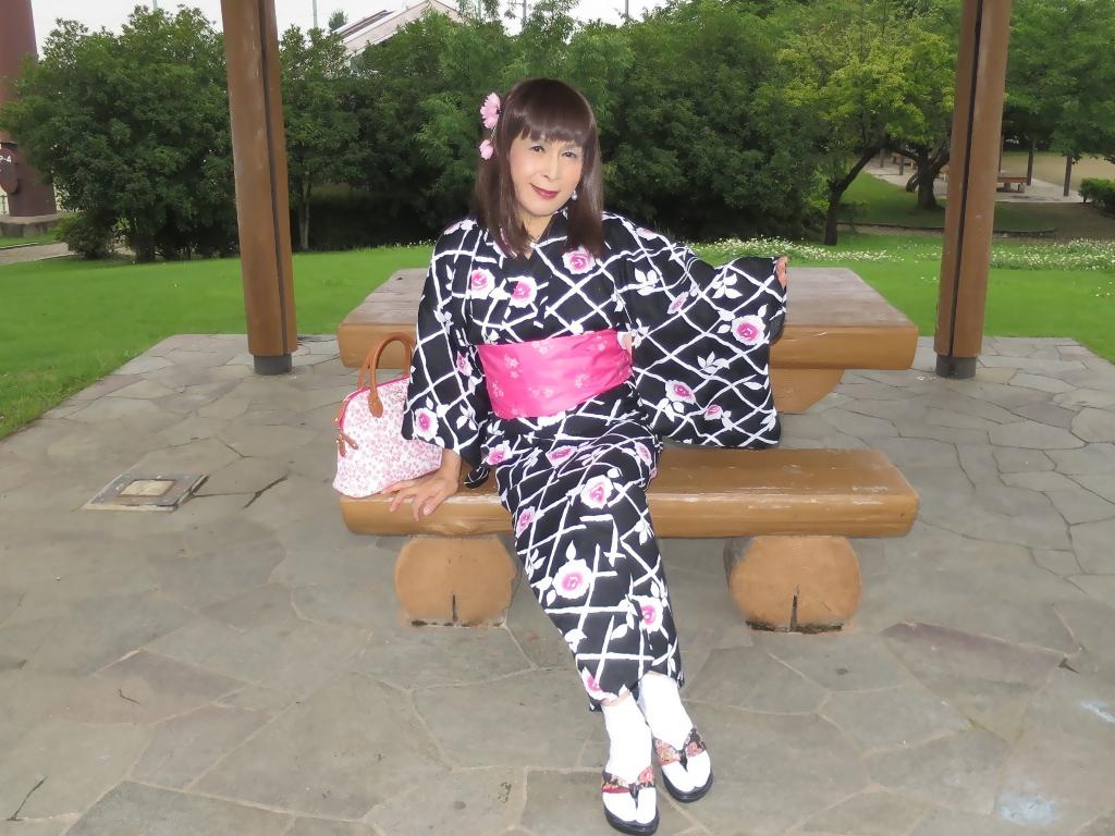 黒地にピンク花柄浴衣D(2)