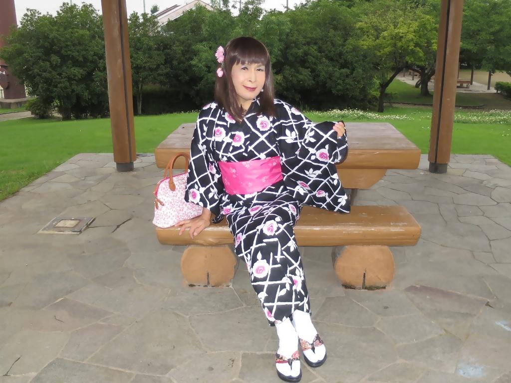 黒地にピンク花柄浴衣D(3)