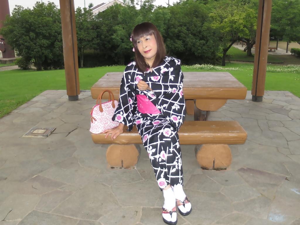 黒地にピンク花柄浴衣D(4)
