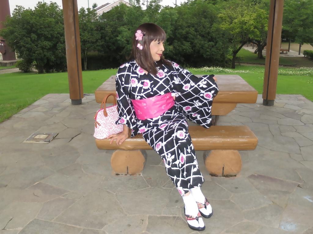 黒地にピンク花柄浴衣D(5)