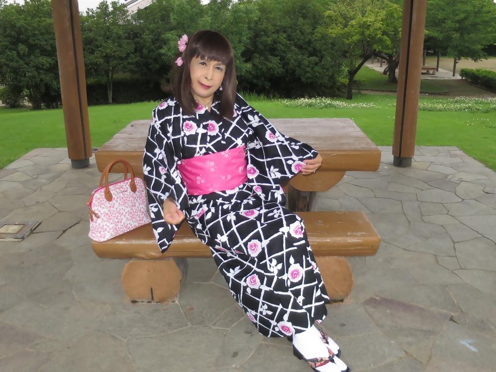 黒地にピンク花柄浴衣D(6)