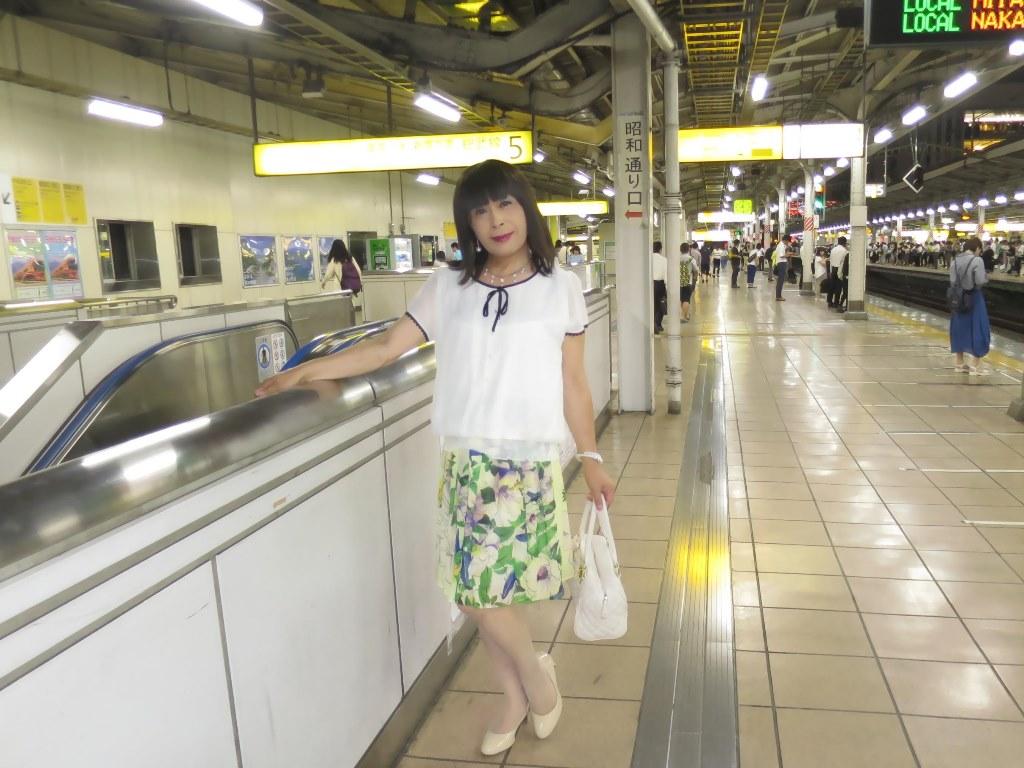 白ブラウス緑スカートA(1)