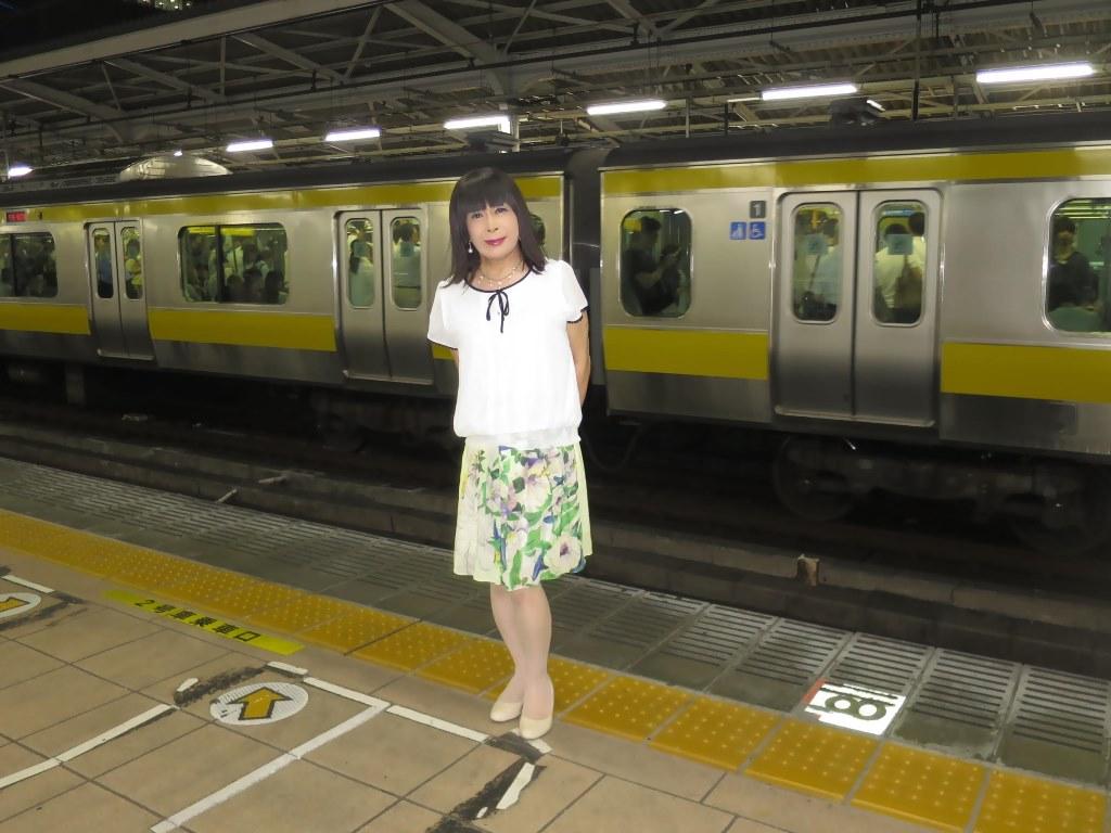 白ブラウス緑スカートA(2)