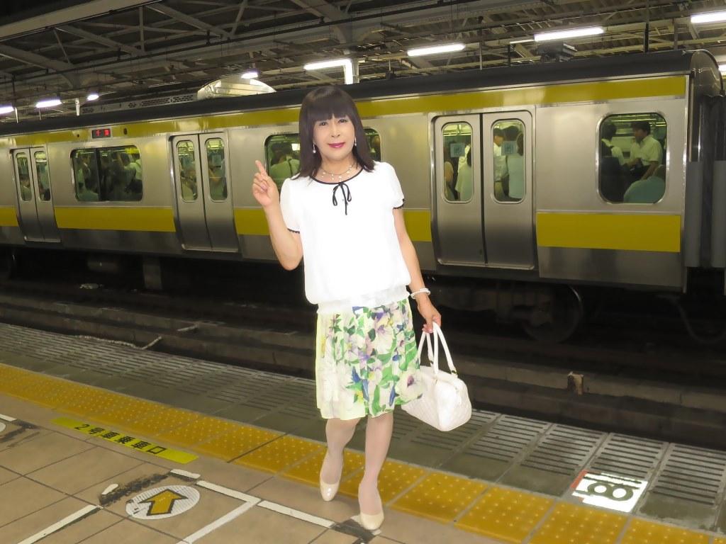 白ブラウス緑スカートA(3)