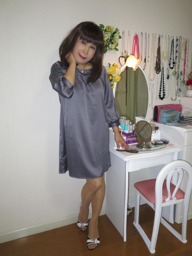 グレーチュニック化粧台前(3)