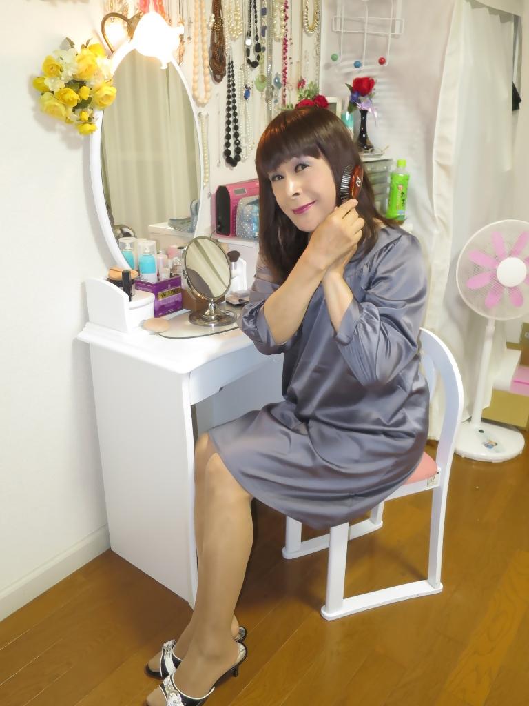 グレーチュニック化粧台前(4)