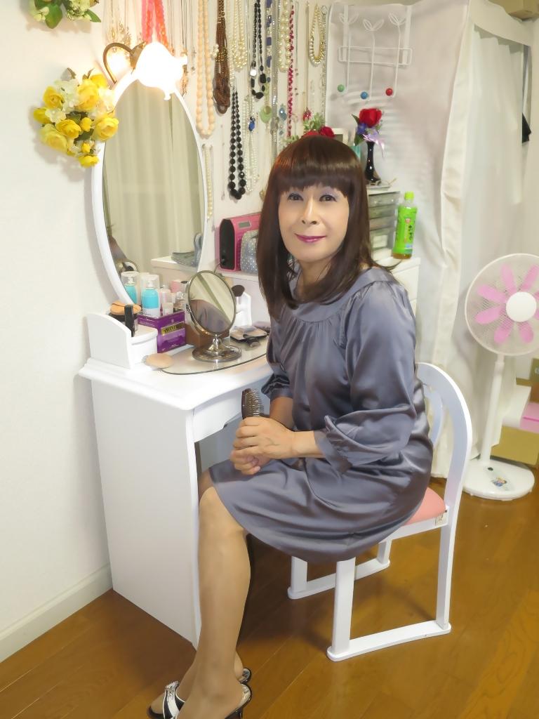 グレーチュニック化粧台前(5)