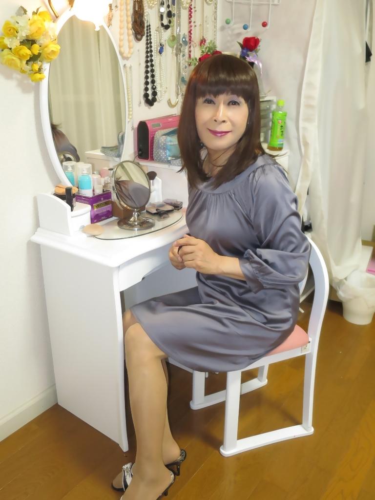 グレーチュニック化粧台前(8)