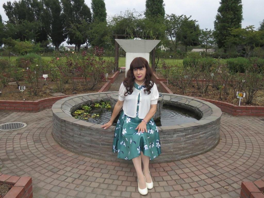 緑地に白花柄ワンピA(1)