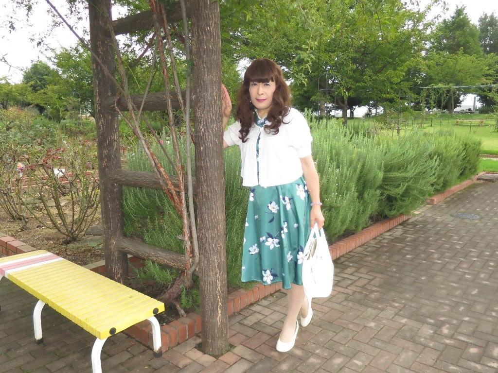 緑地に白花柄ワンピA(3)