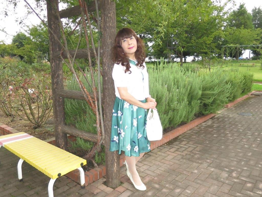 緑地に白花柄ワンピA(4)