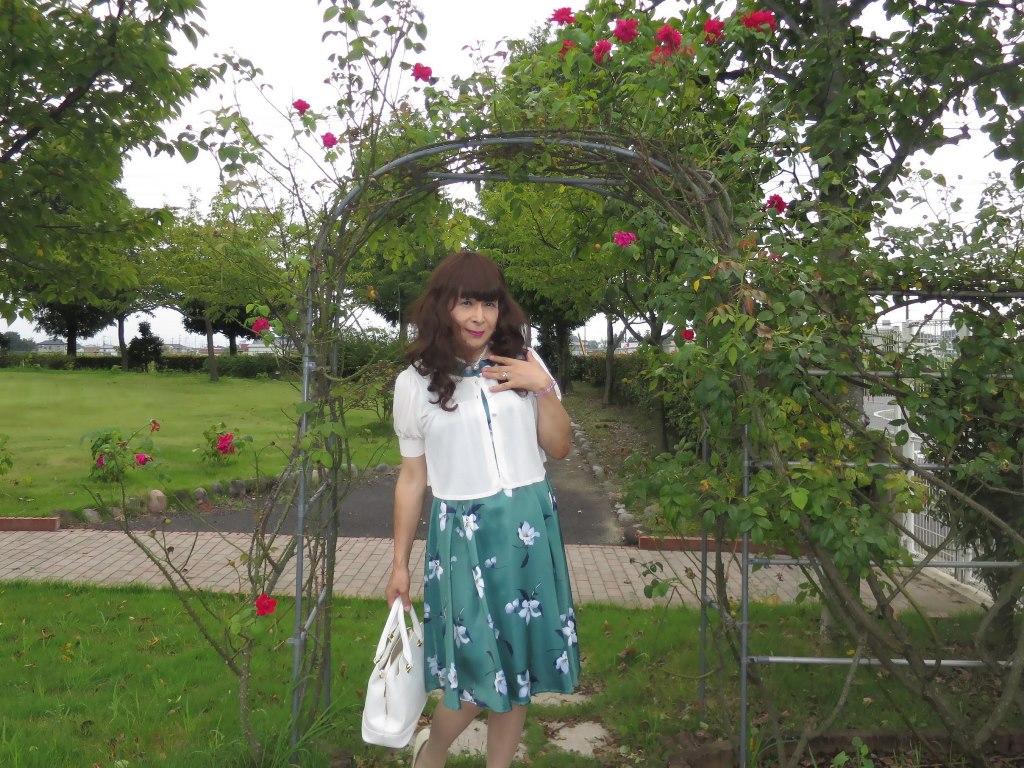 緑地に白花柄ワンピA(5)