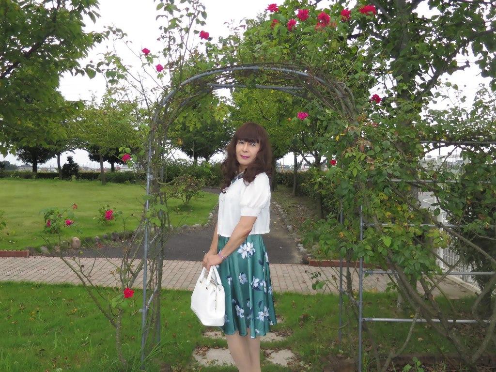 緑地に白花柄ワンピA(6)