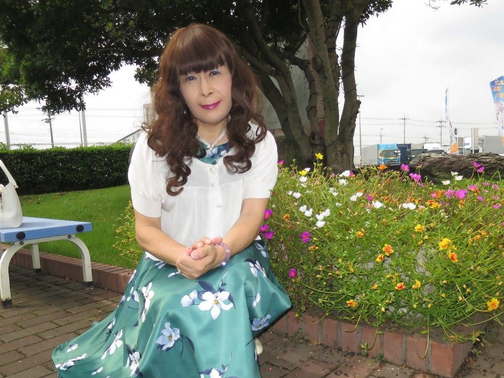 緑地に白花柄ワンピA(7)