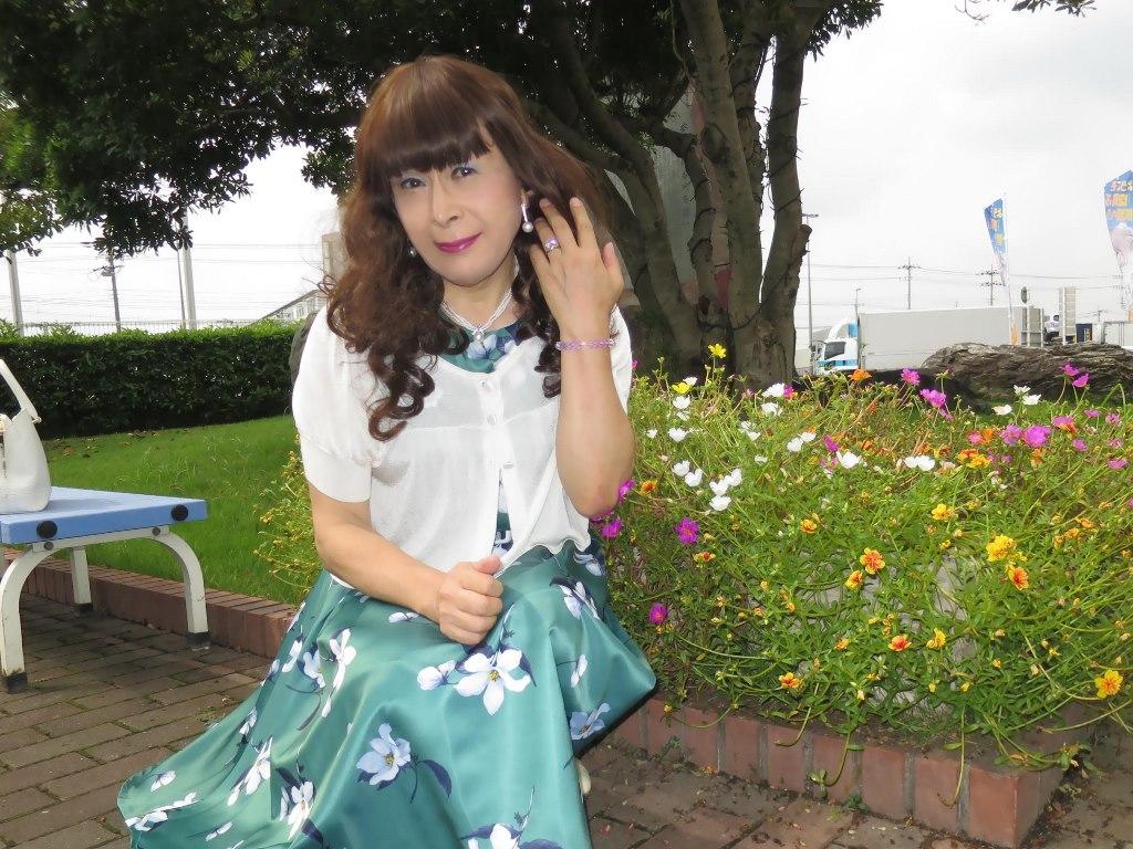 緑地に白花柄ワンピA(8)