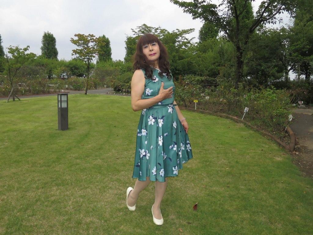 緑地に白花柄ワンピB(3)