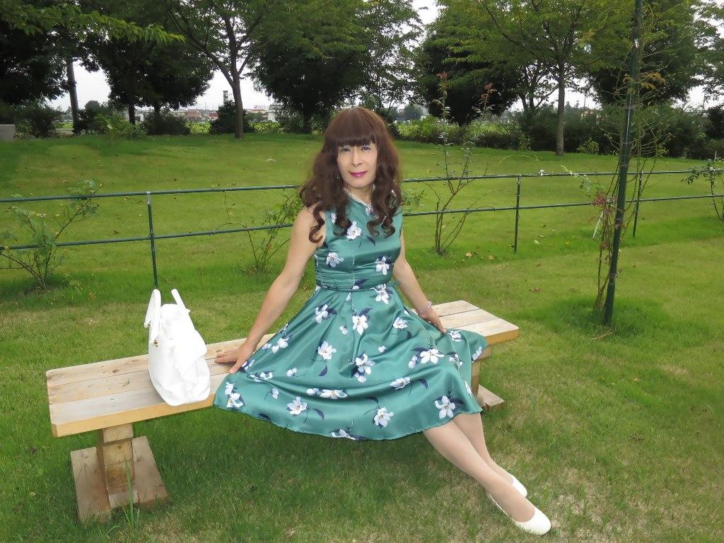 緑地に白花柄ワンピC(3)