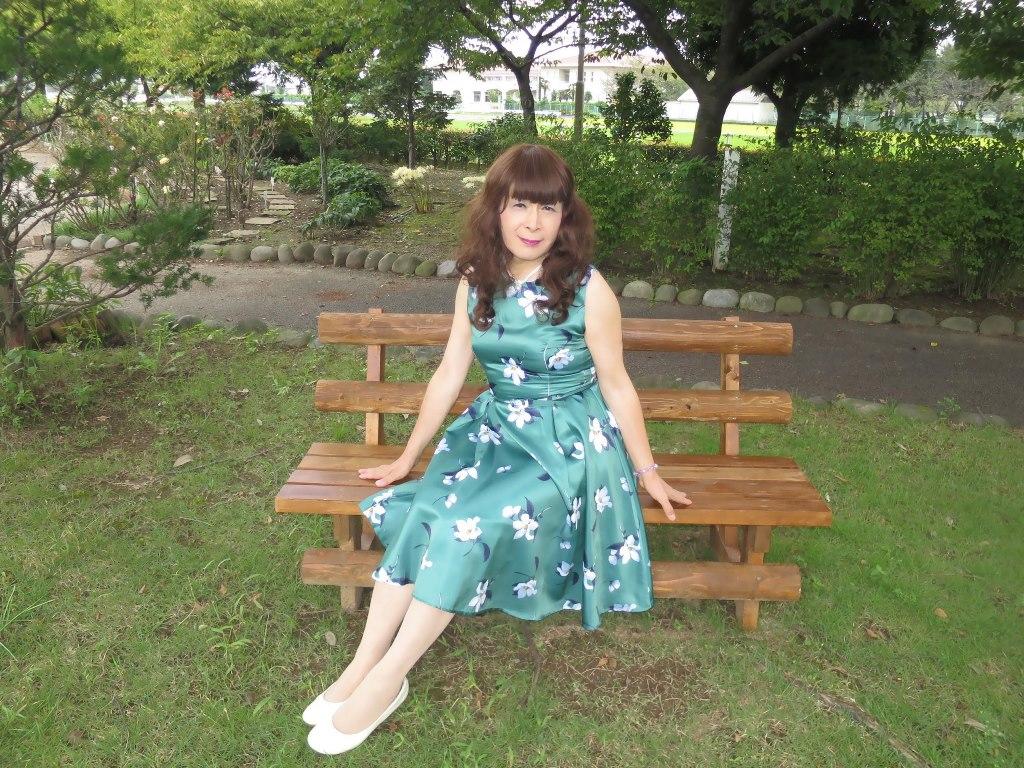 緑地に白花柄ワンピC(5)