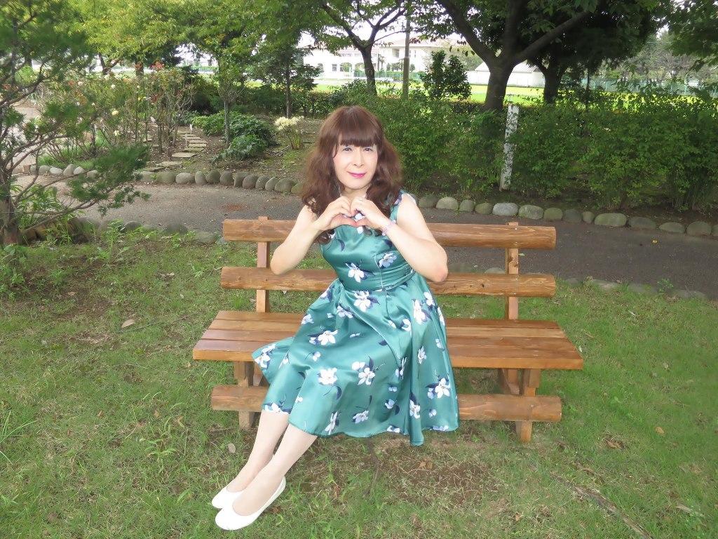 緑地に白花柄ワンピC(6)