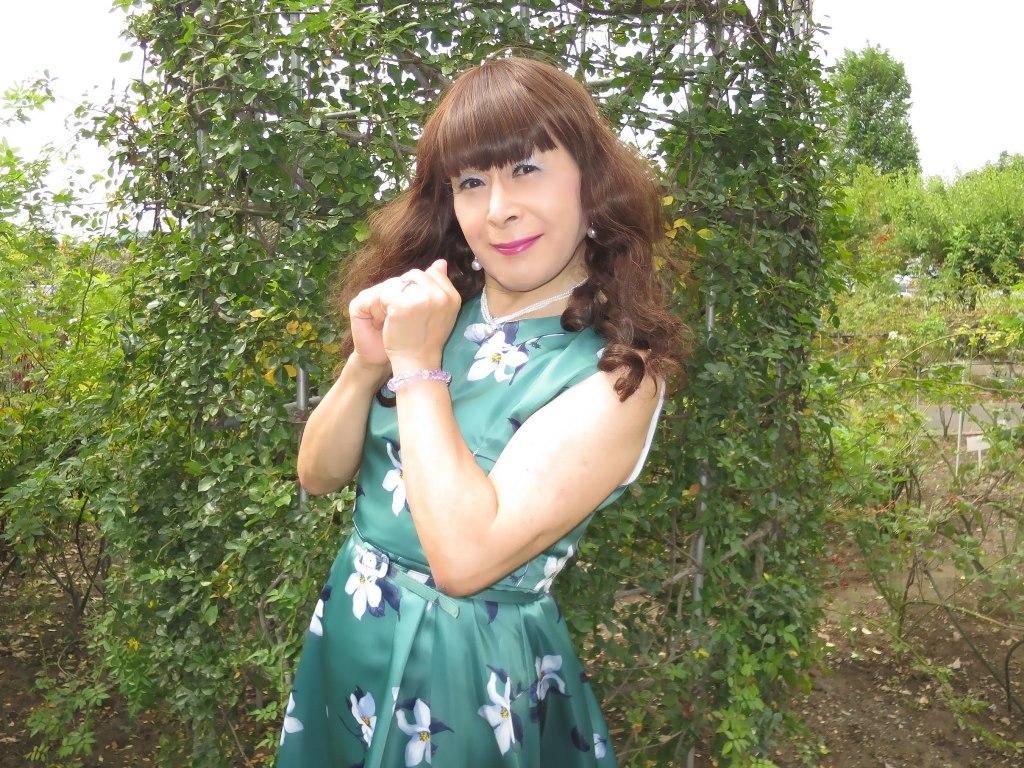 緑地に白花柄ワンピD(5)