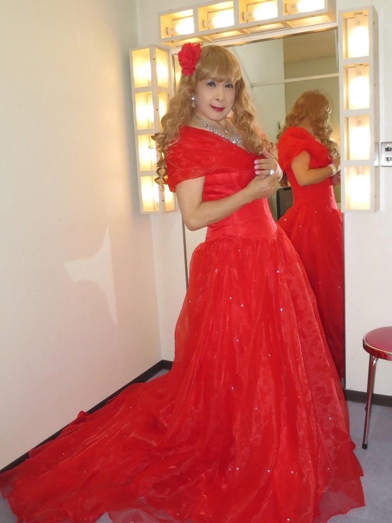 赤ロングドレス(3)