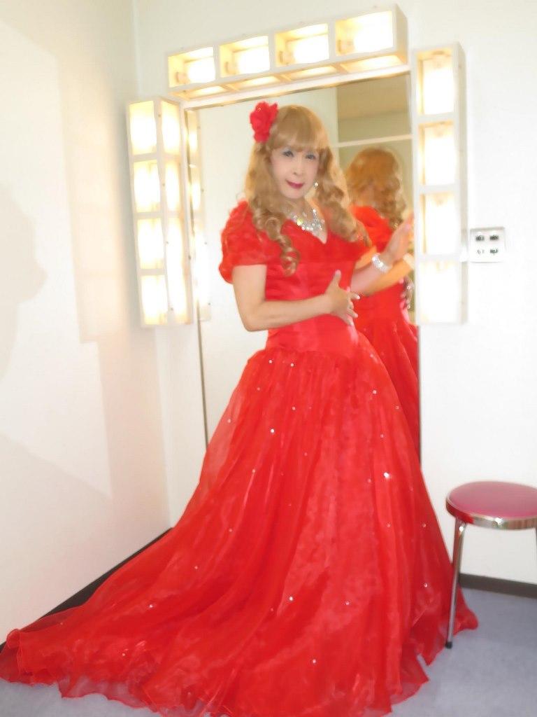 赤ロングドレス(4)